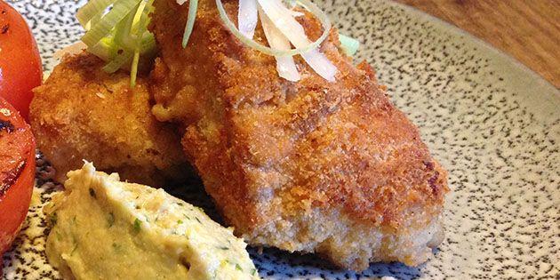 Lækker paneret kyllingefilet, der på én og samme tid er både sprød og virkelig saftig, og som kan spises med alle typer tilbehør.