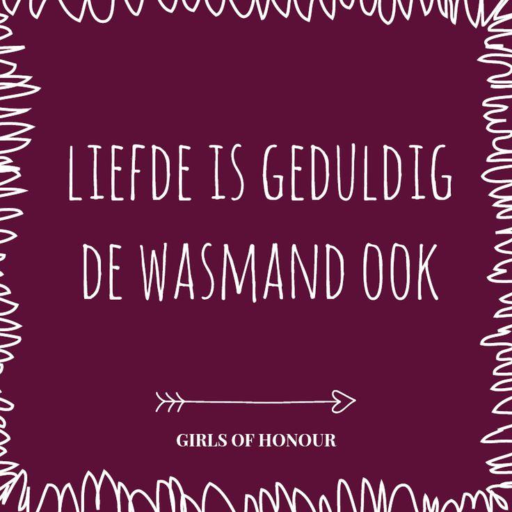 Af en toe moet je gewoon de troep wegdenken en kussen tussen het vuile wasgoed. Girls of honour #liefde #liefdesquote #quote #tegeltjeswijsheid #trouwen #verloofd #trouwblog #girlsofhonour #huwelijk