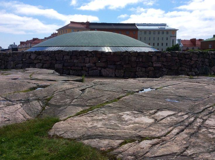 una prodigiosa architettura rupestre comtemporanea: Tempelliaukion kirkko