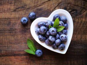 Damit Ihr nüchterner Magen gut versorgt wird, sollten Sie morgens zu Heidelbeeren greifen.