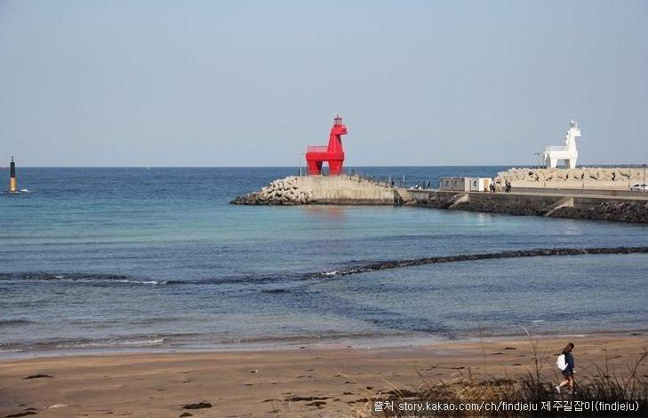 이호테우해변 - 빨간목마 하얀목마가 해변을 지키고 있는 사진찍기 좋은 해수욕장