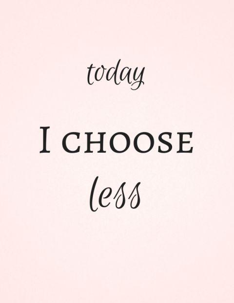 In een burnout kun je niet anders, maar met klachten zeker ook: kies voor minder in plaats van meer. Liever minder doen vanuit jouw #kernwaarden (opladers, energiegevers), dan meer vanuit de waarden, verwachtingen en/of normen van een ander. www.livlevenscoaching.nl