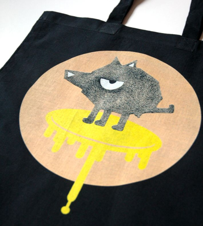'WHAT A PEE' Tote Bag with print-design by Louise Thrane Jensen. Size: 43 x 38 cm, handles: 66 cm.  You can buy this tote bag at www.artrebels.com #artrebels #totebag #art
