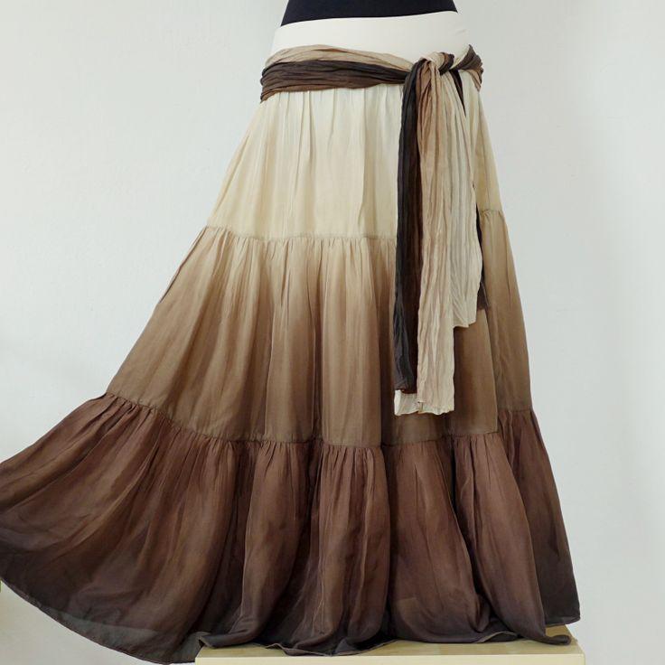 Středně hnědé cappuccino - hedvábná sukně+sála Působí velmi žensky a je neuvěřitelně příjemná na nošení :o) V ceně sukně krátká všitá spodnička. ........................................................................... Dlouhá sukně na léto ušitá ze 100% přírodního hedvábí. V pase je všitá do pružného pásku z bavlněného úpletu. Sukně je bohatě ...
