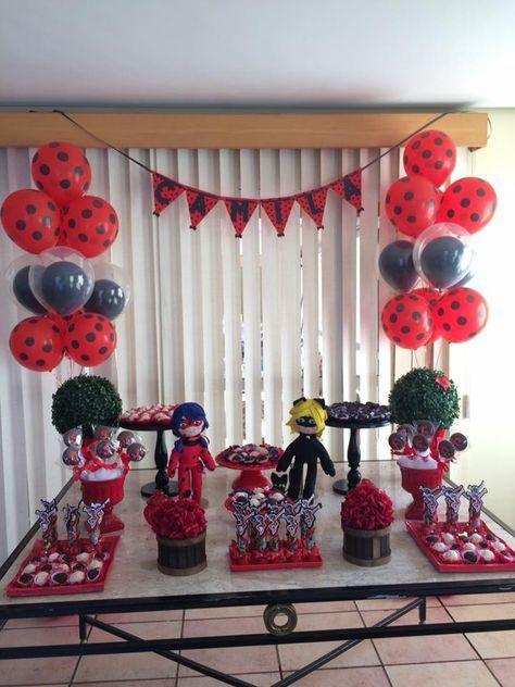 Agradecimentos a mamãe Regina, pela foto da festa da Camila, quanto carinho, ameiii! A Regina fez os bonecos no tema Miraculous e as lembra...