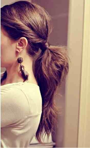 Simples belo rabo de cavalo. Simple beau ponytail.