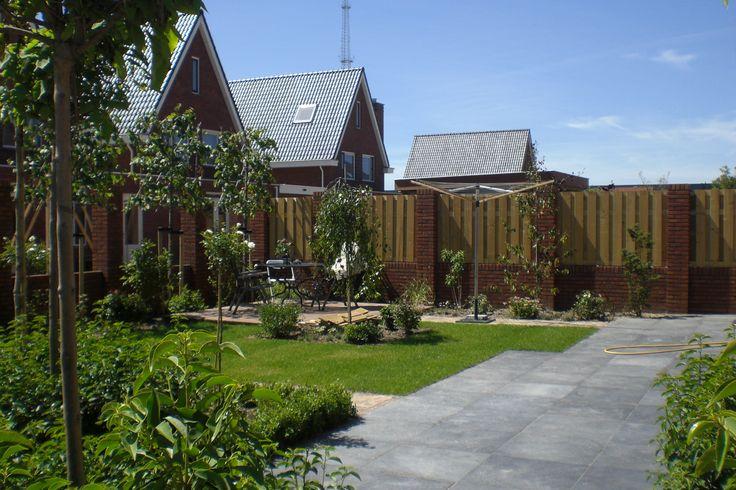 Hoveniersbedrijf H.G. Peters | Ruime tuin waar groen de boventoon voert.