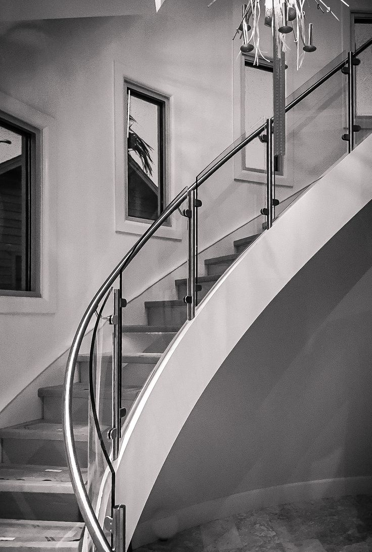 Best Elegant Curved Stair With Innovative Glass Treads 640 x 480
