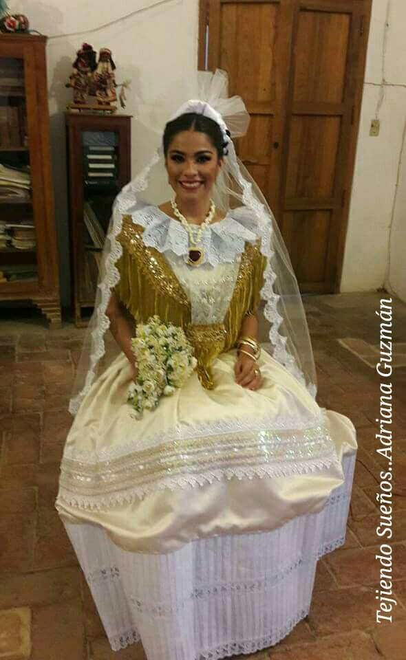 Miss Earth Oaxaca Modelando Traje De Novia Tehuana En 2019