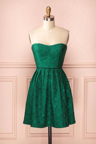 ♥ Northelyn ♥  ~Cette robe bustier est d'un vert rêveur, ajoutez-y des jolis accessoires dorés et devenez un ange de Noël.      ~The bustier dress is a dreamy green, add some golden jewellery to it and you will transform into a Christmas angel.