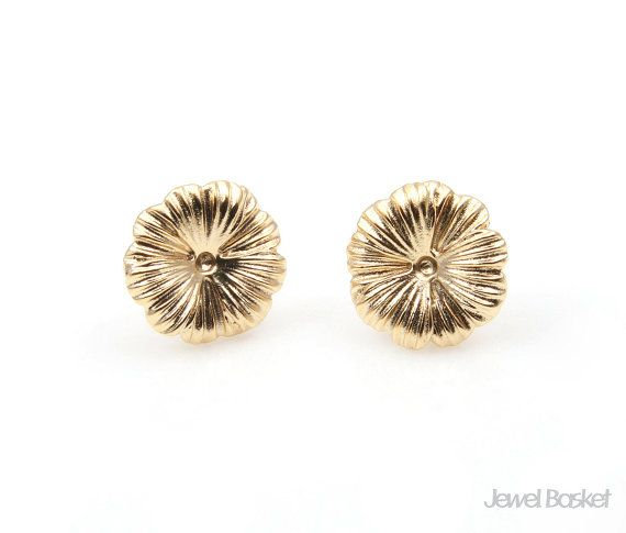 Flower Earrings in Matte Gold   - 92.5 Sterling Silver Ear Post (No Allergy) - Matte Gold Plated over Brass (Tarnish Resistant) - Brass / 12mm x 12mm  - 2pcs / 1pack