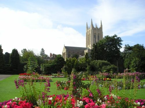 Bury St Edmunds - The beautiful Abbey Gardens and St Edmundsbury Cathedral