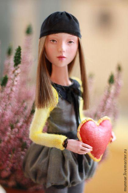 Лу. Лу статичная куколка, создана полностью вручную из экологичного самоотвердевающего материала. Стоит самостоятельно, можно изменить положение рук, головка на шарнире. По желанию образ Вашей куколки (волосы, цвет глаз,…