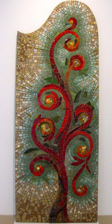 """Patricia Hourcq   mosaique """"L'arbre Rouge""""."""