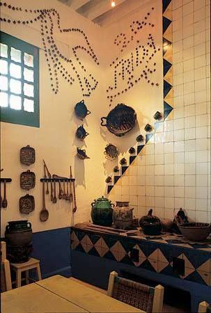 Cocina mexicana con mosaico de talavera. © melba levick ...