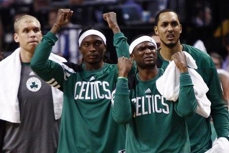 Celtics re-sign Keyon Dooling