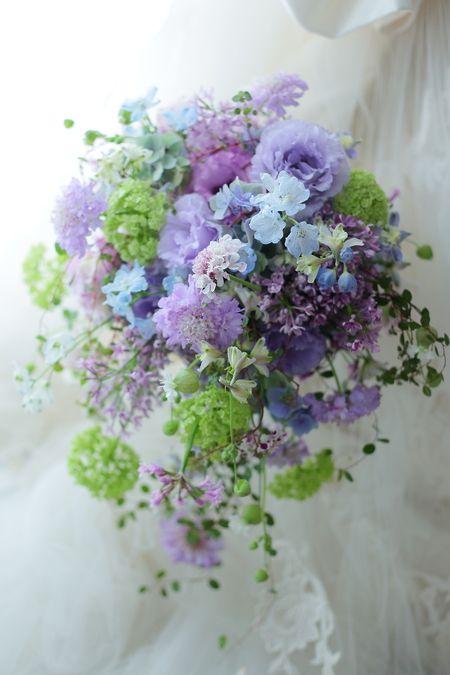 シャワーブーケ 綱町三井倶楽部さまへ 紫、すみれ色、黎明の画像:一会 ウエディングの花