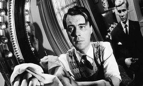 """Dirk Bogarde, James Fox en """"El Sirviente"""" (""""The Servant"""", 1963). Dir. Joseph Losey."""