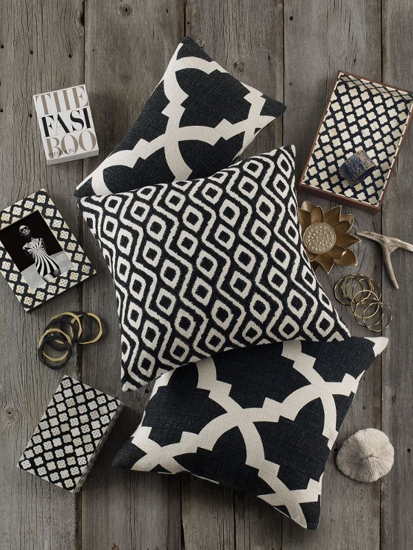 black and white accent pillows woven discover hundreds of accent pillows at prices up to 70 off the best and easiest way change the look feel your space blau2026