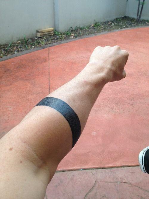 17 meilleures id es propos de tatouage bande au poignet sur pinterest tatouages sur le bras - Tatouage doigt prix ...