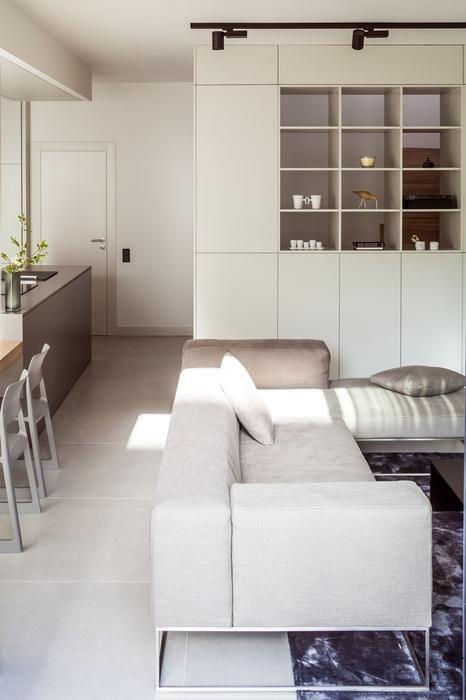Aranżacja salonu z kuchnią w stylu minimalistycznym