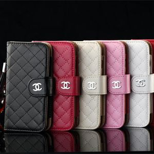 シャネル iphone6ケースは豪華で女らしいケースです。特に質が良いレザーが採用されて、肌触りがいい。本iphone 6ケースがマトラッセのデザインてすが、工芸は無視できなくなるよ。要するに、上品の存在感があります。ジャネル iphone6ケースは同色のチェーンを付け、丈夫なチェーンです。財布型だから、カードや紙幣入れる可能です。買い物でも通勤でも持ちが便利でしょう!ケースの中はグネットのフランプで、開くのは易いですね。フランプの上にジャネルのlogoが付きます.yes