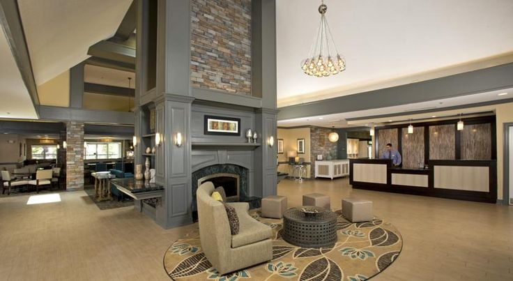 This Alexandria hotel is only 7 miles from Washington, D.C.