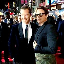 [GIF] DOCTOR STRANGE ~ Benedict Cumberbath & Robert Downey, Jr. at L.A. premiere. October 20, 2016.