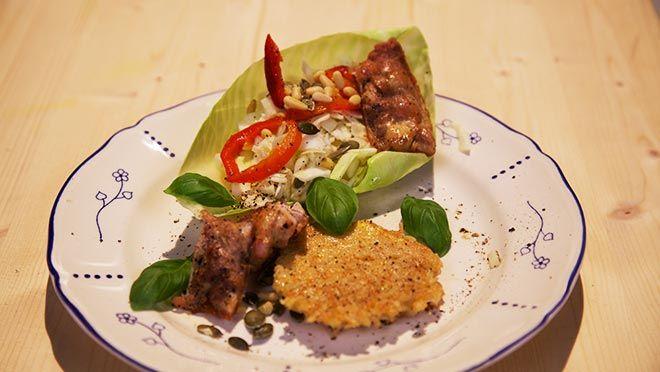 Salade van witte kool met krokante kip - recept | 24Kitchen