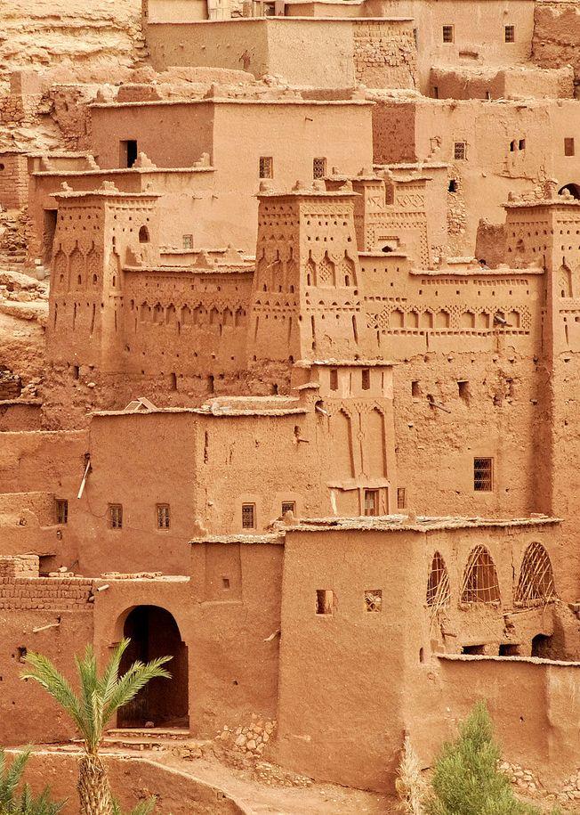 Architecture orientale : terre, Aït Benhaddou, ville fortifiée, ksar, Maroc, brun pâle