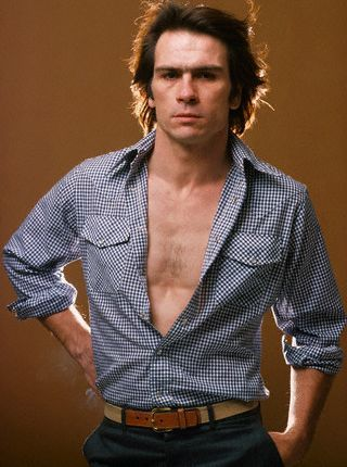 TOMMY LEE JONES    9/15/1946 -  .......    He was so handsome when he was young !