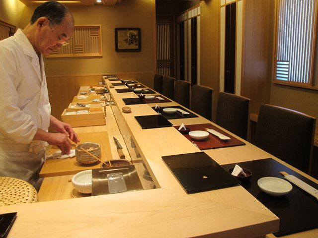 Sushi Mizutani in Ginza, Tokyo, is a Michelin 2-star restaurant managed by Chef Hachiro Mizutani, disciple of the legendary Chef Jiro. Reservations from individual customers are not accepted, therefore our service will help you secure seats!