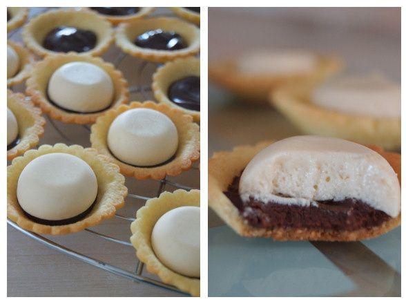 Une petite tarte au chocolat agrémentée d'une mousse de caramel au beurre salé, c'est l'explosion en bouche cette petite chose! Je dois cette recette à Magalie du blog 1,2,3,4 filles aux fourneaux, merci à toi ! Ingrédients : - 1 pâte sablée (recette...