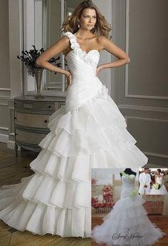 robe de mariee avec volant organza, robe de mariee bustier asymétrique, robe de mariee avec une bretelle, robe de mariee bicolor, site francais de robe de mariee