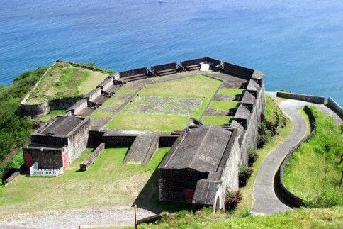 Fortăreaţa Brimstone Hill văzută din apropiere