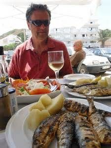 Lunch with wine in Portugal – The cost of food in restaurants in Portugal varies. I can have lunch for €6 (US $6.50 or £4.32) at my local café for a meal that includes a glass of wine, dessert and coffee. It's cooked in the morning, served for lunch and you have a choice of two dishes. Grilled fish could cost about €15 to €20 (US $16.27 to $21.70 or £10.81 to £14.42) per person.