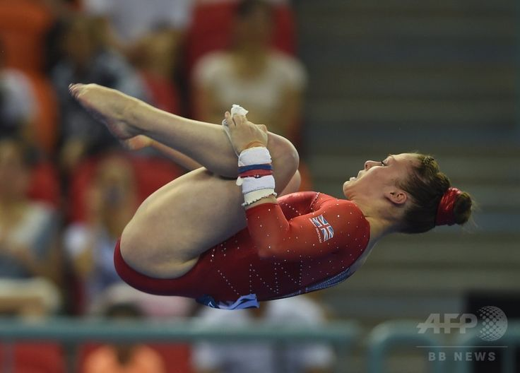 Britain's Ruby Harrold performs on the uneven bars during the women's qualification round at the Gymnastics World Championships in Nanning, in China's southern Guangxi province on October 6, 2014. (c)AFP/Greg BAKER ▼13Oct2014AFP|【写真特集】カメラがとらえた世界体操のワンシーン http://www.afpbb.com/articles/-/3028472