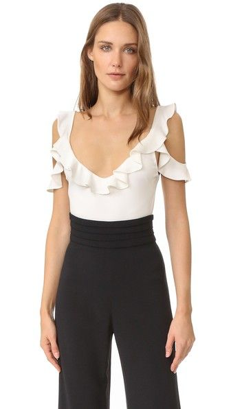 ¡Cómpralo ya!. Cushnie Et Ochs Cold Shoulder Top - Soft White. A slinky Cushnie Et Ochs top with a flirty aesthetic. Ruffles trim the scoop neckline and cutout shoulders. Darts in front. Fabric: Slinky jersey. 95% viscose/5% elastane. Dry clean. Made in the USA. Imported fabric. Measurements Length: 22.5in / 57cm, from shoulder Measurements from size 4. Available sizes: 4,8,10 , tophombrosdescubiertos, sinhombros, offshoulders, offtheshoulder, coldshoulder, off-the-shouldertop…
