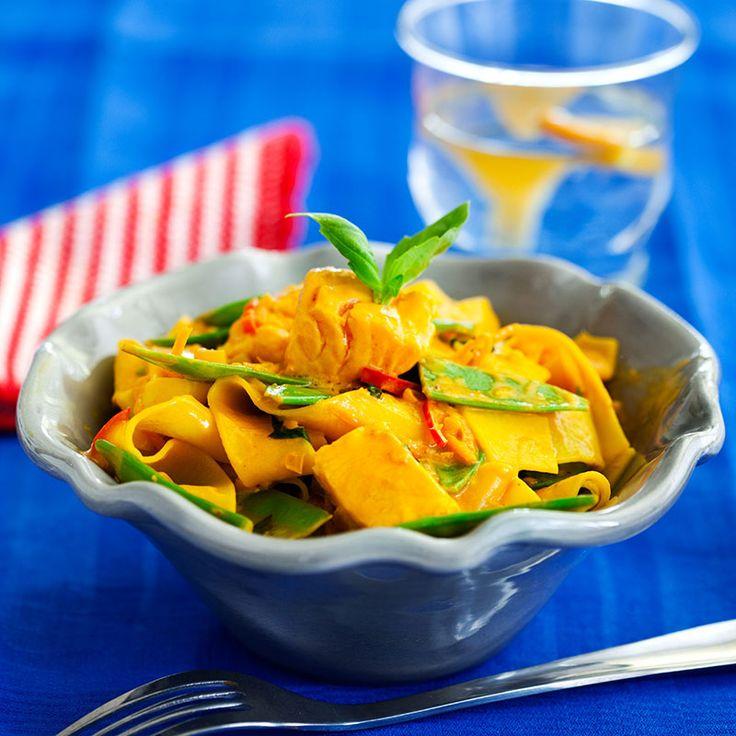 Njut av apelsinsäsongen, även i maten! Godast blir den här rätten om laxkuberna får ha en liten rå kärna kvar.