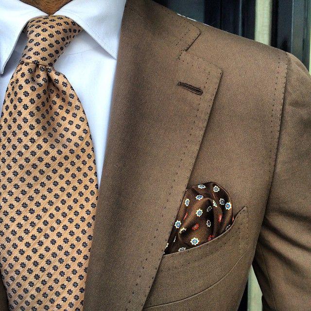 "Viola Milano ""Orange Floral"" silk/linen tie & ""Sand Pattern"" pocket square... Suit by @cesareattolininapoli"