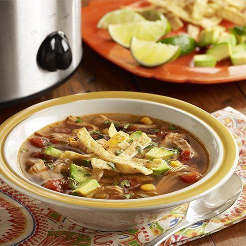 Sopa de Tortilla con Pollo en Olla de Cocción Lenta: Receta de sopa de tortilla con pollo hecha en una olla de cocción lenta con piernas de pollo, mezcla de vegetales estilo sudoeste, tomates, especias y jugo fresco de lima