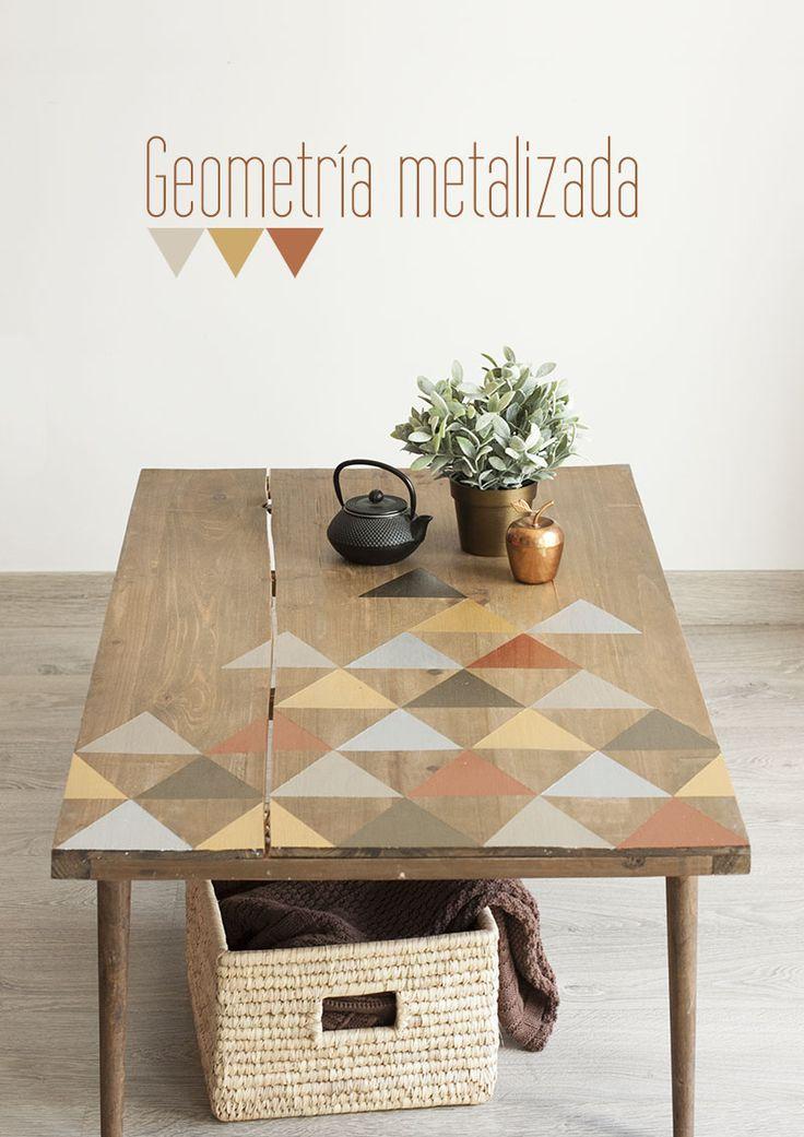 Esta mesa de madera rústica ha cambiado por completo tras decorarla parcialemente.  Decoración geométrica con pintura metalizada • PASPARTÚ