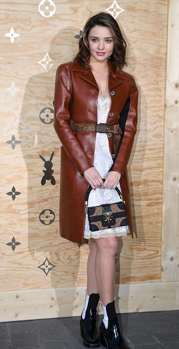 ミランダ・カー、白のレースワンピースにブラウンのレザーコートで『ルイ・ヴィトン』イベントに登場! | 海外セレブ&セレブキッズの最新画像・私服ファッション・ゴシップ | Jinclude