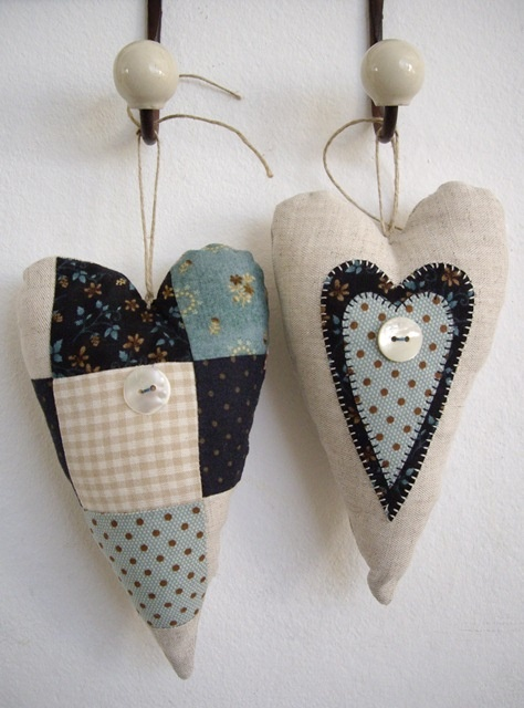 !Authen-tic...pretty old time patchwork hearts....I love these hearts!
