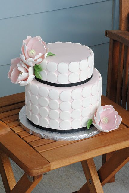 definitely gonna be the next cake i'm making. simple and chic.