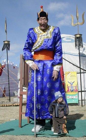 China's Bao Reclaims Title as World's Tallest Man! - My Modern Metropolis