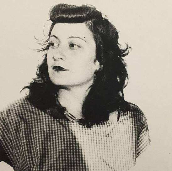 Lina Bo Bardi (Itália, 1914-Brasil 1992), arquiteta que projetou o edíficio do Masp e muitas de suas expografias, no ano em que se mudou para São Paulo, em 1946. #linabobardi #arquivomasp (via MASP - Museu de Arte de São Paulo Assis Chateaubriand no Faceb