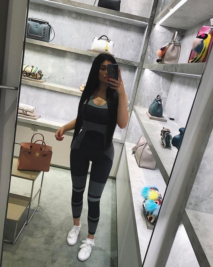 H Kylie Jenner πάει για ψώνια
