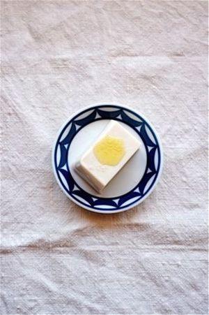 トリュフオイルと塩で冷奴 。  トリュフオイルは和食にも合います。  http://www.trufflehunter.jp/white-truffle-oil-deli-100ml