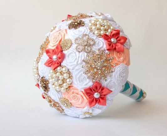 Bouquet  spilla, Bouquet tessuto .Bouquet  bianco e corallo per sposa, by il sogno di una sposa, 162,00 € su misshobby.com